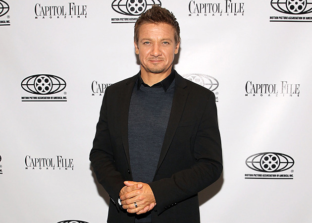 jeremy renner attending his movie screening, wearing a wedding band