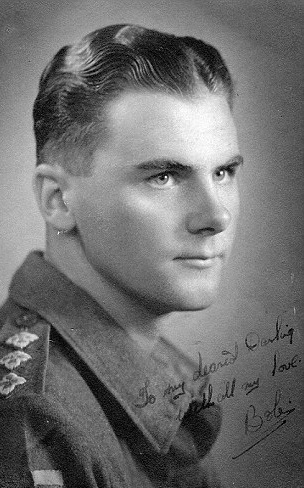 bob-lowe-in-his-younger-days-when-he-was-on-active-service