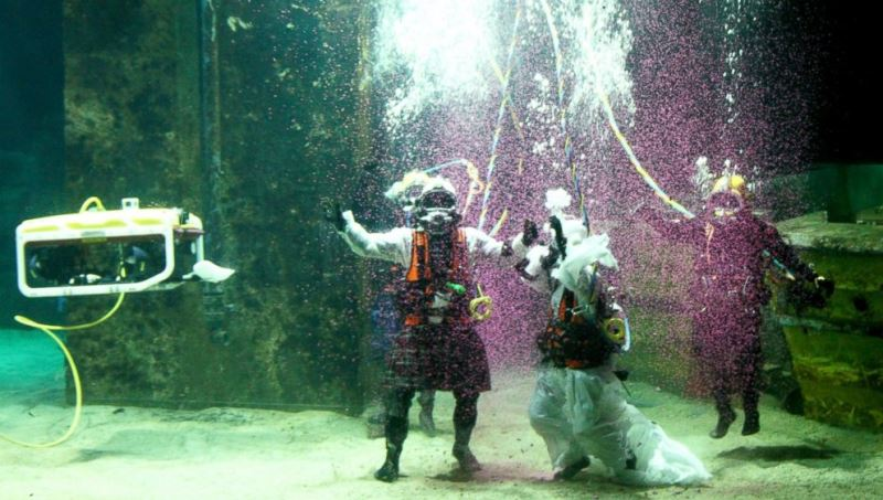 james abbott and dorota bankowska after their underwater wedding ceremony