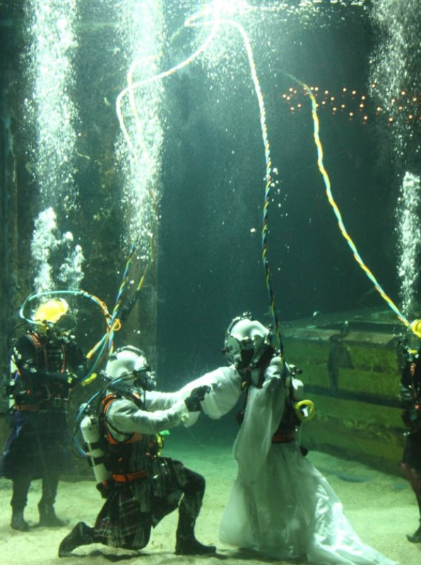 james abbott and dorota bankowska saying their vows under water