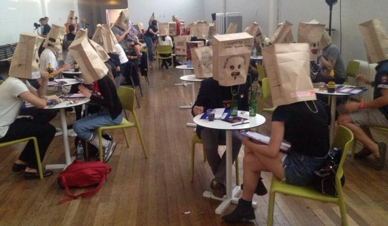 the speed dating event with participants wearing paper bags on their heads, organized by loveflutter