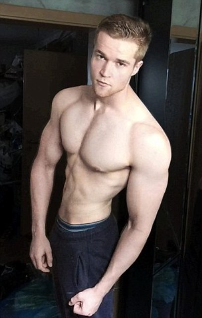 alexander siegwardt showing off his ripped body post transformation