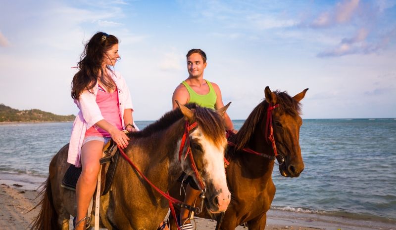 couple horseriding