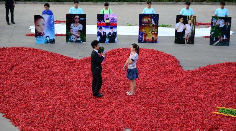dou ziwang proposing to his girlfriend in the midst of the chili hearts