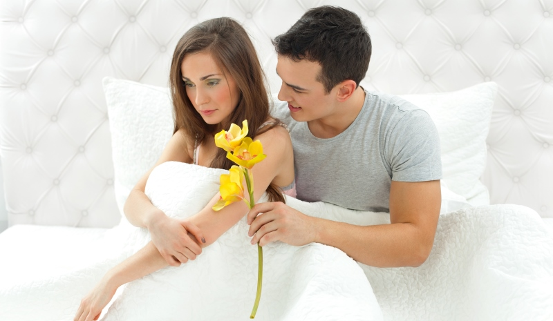man apologizing to woman_New_Love_Times