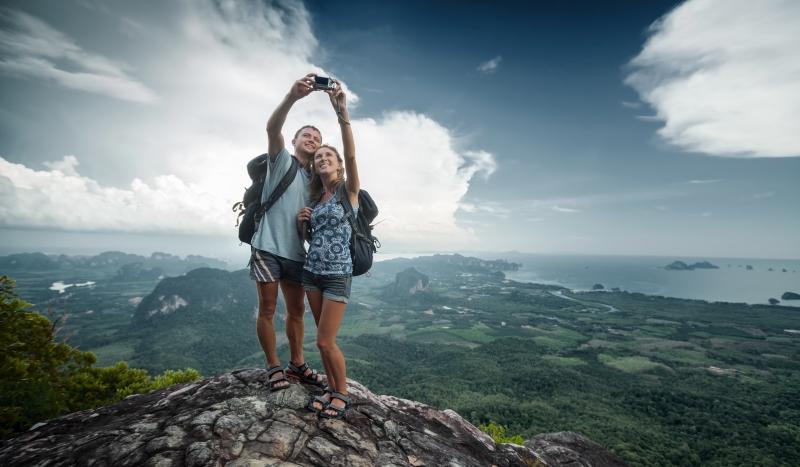 couple taking a selfie (4)