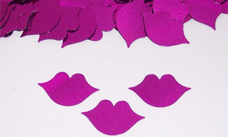 kiss shaped confetti