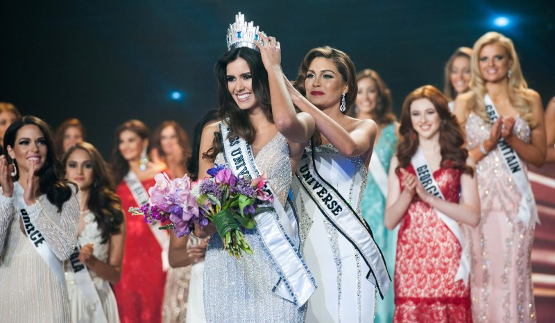 miss universe 2014, gabriela isler, passing on the crown to miss colombia, paulina vega