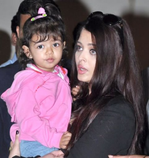 aishwarya holding daughter aradhya