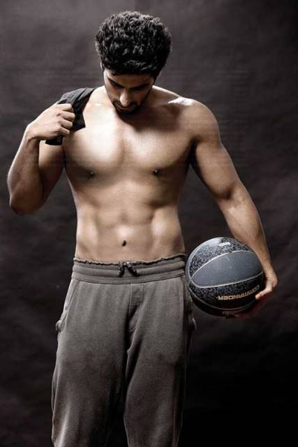 arjun kapoor showing off his washboard abs and toned body