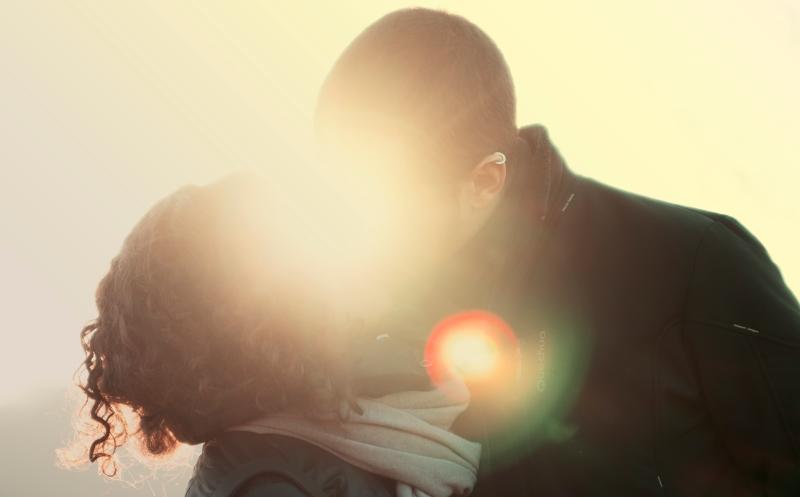 couple kissing1