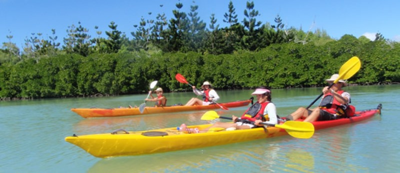 couples kayaking at ile d'ambre