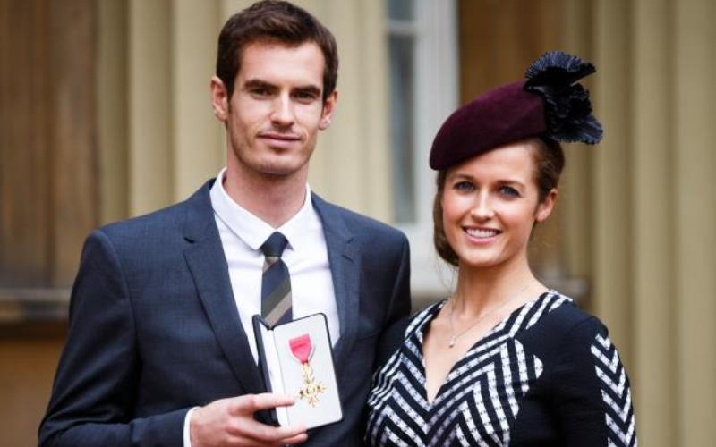 andy murray and kim sears showing off one of his wins
