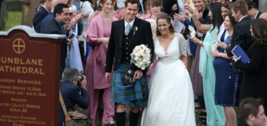 Dunblane greets their hero Murray and his bride