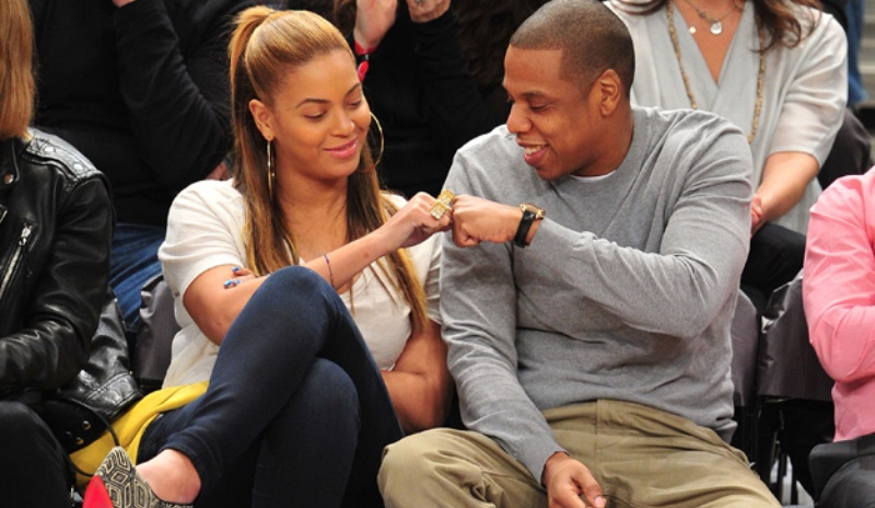 beyonce and jay z at a basketball game