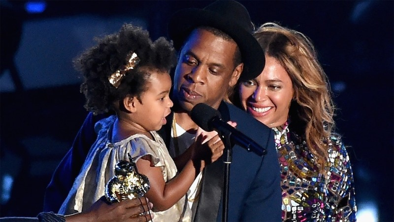 the beautiful famil of jay z, beyonce, and baby girl blue ivy carter