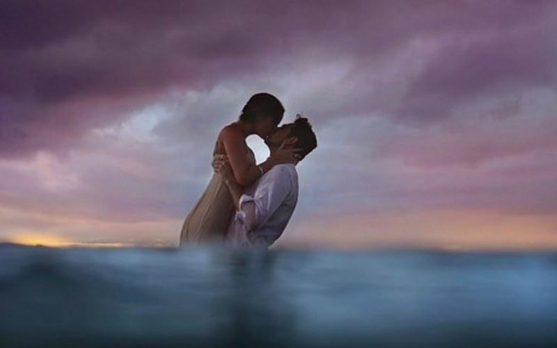 underwater wedding portrait