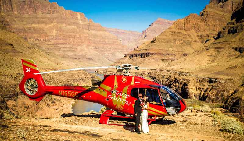 a newlywed couple at the grand canyon