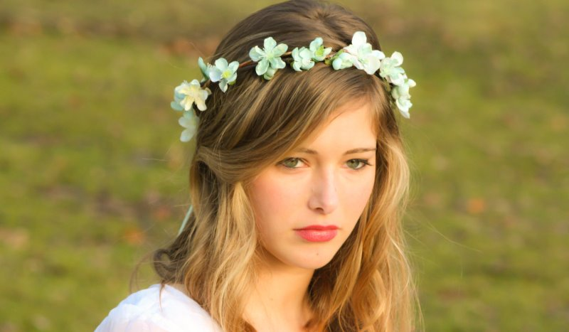 bride wearing a flower wreath