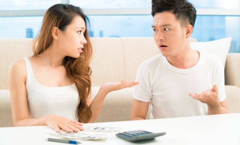 couple arguing over money_New_Love_Times