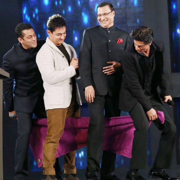 Salman Khan, Aamir Khan and Shahrukh Khan doing the towel dance together
