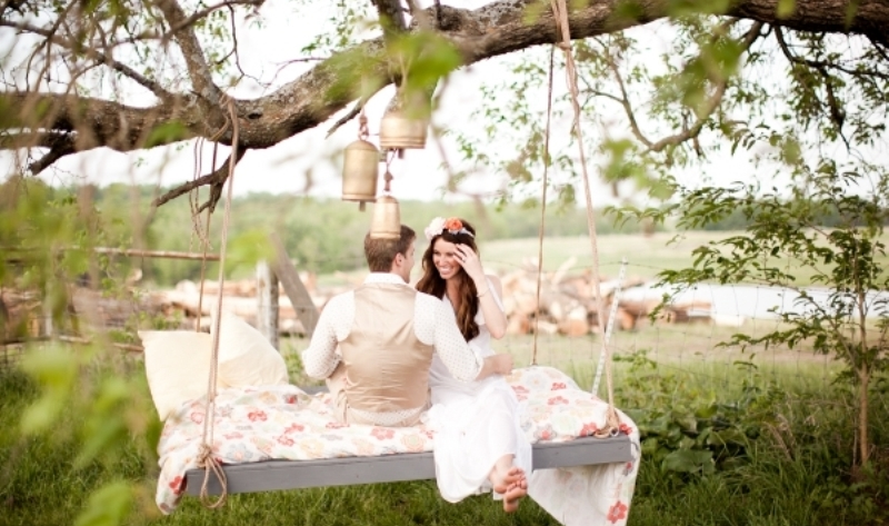 swing wedding photo