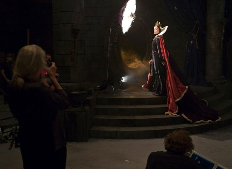Olivia Wilde and Alec Baldwin as the Evil Queen and Magic Mirror from Snow White- behind the scenes