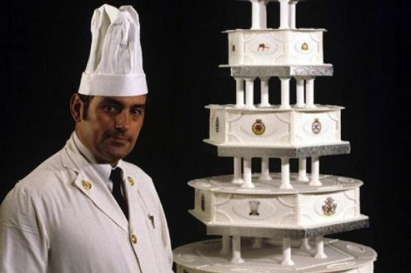 Princess Diana and Prince Charles' wedding cake