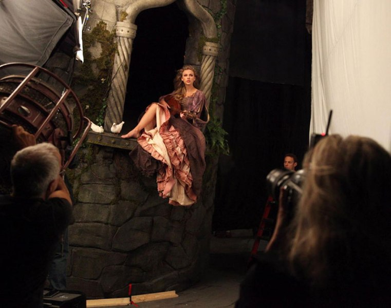 Taylor Swift as Rapunzel- behind the scenes