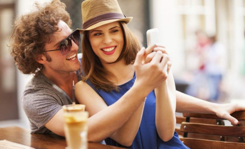 couple taking a selfie_New_Love_Times