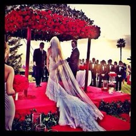 red rose chuppah