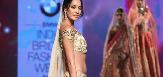 Lisa Haydon at India Bridal Fashion Week 2015
