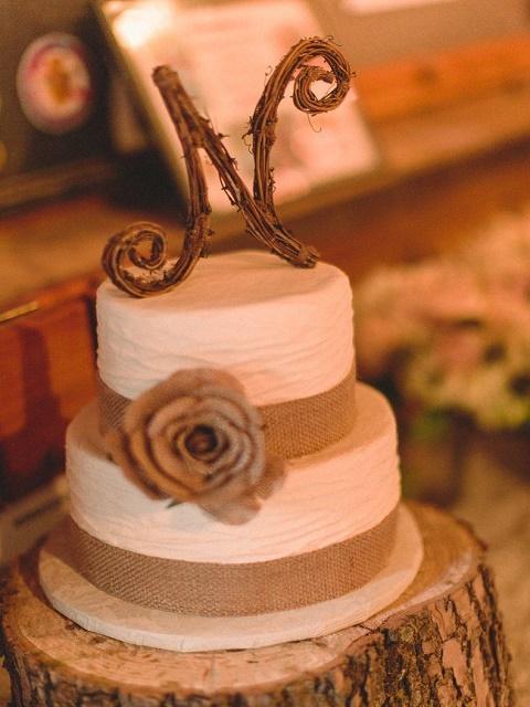 Minimalistic burlap wedding cake