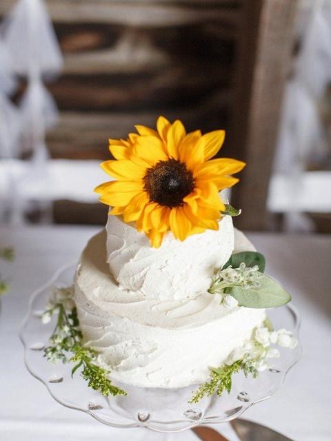 Fun sunflower rustic wedding cake