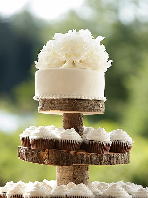 One tier floral cake and cupcakes for woodland wedding