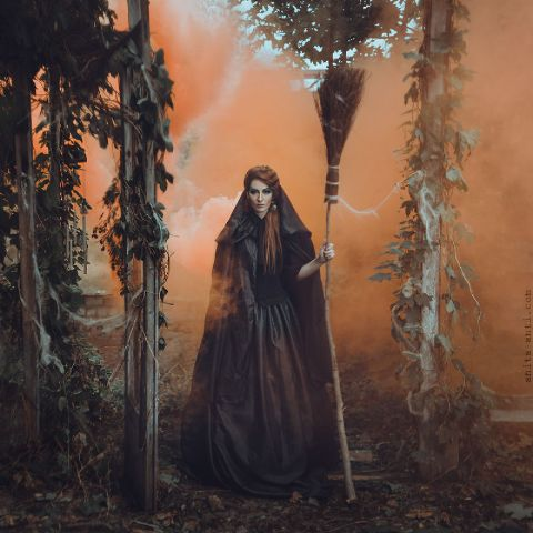 Anita-Antis-fairytale-photoshoot-of-women-with-animals-14