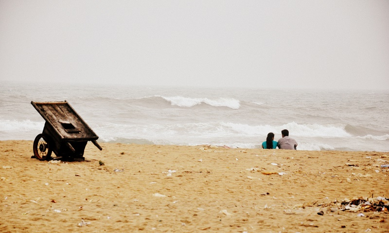 beach-couple-talking-new-love-times