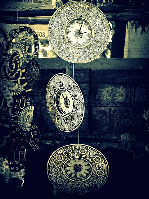 beautiful-handicrafted-clock-new-love-times