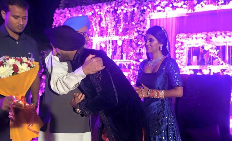 former PM manmohan singh greeting the newlyweds