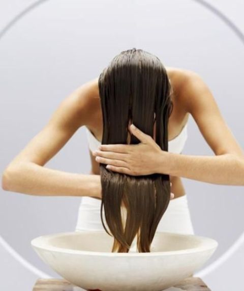hair hacks wash thick, long hair in the sink_New_Love_Times