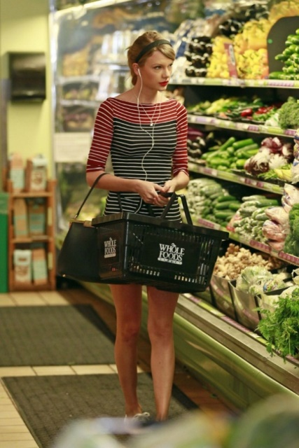 taylor swift shopping at whole foods