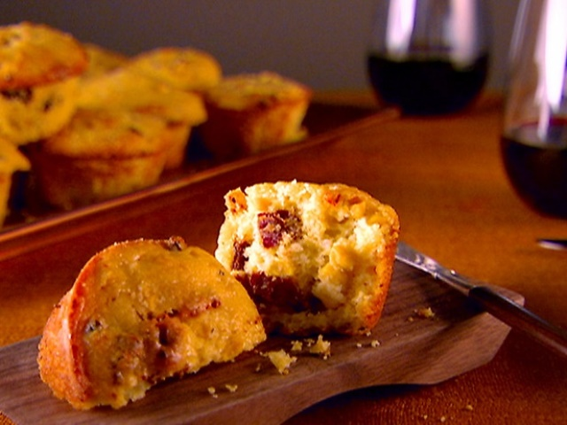 thanksgiving garlic and sun dried tomato corn muffin_New_Love_Times