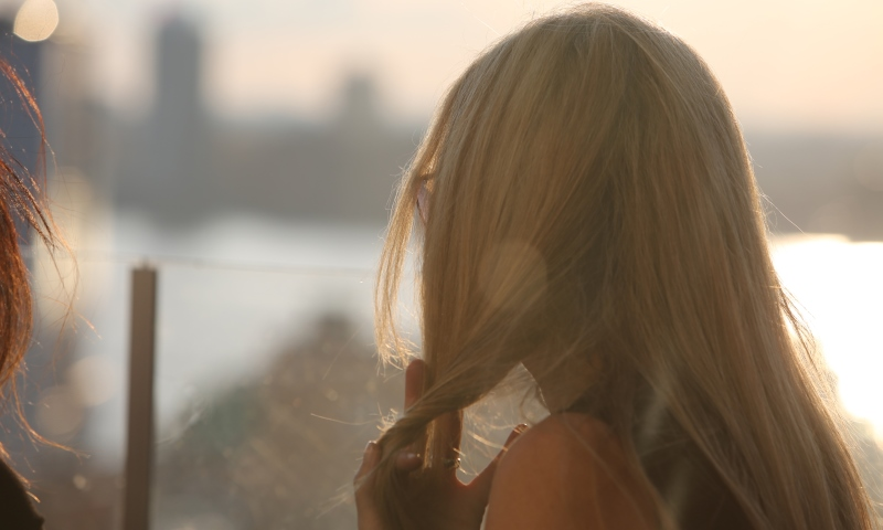 woman twirling her hair1