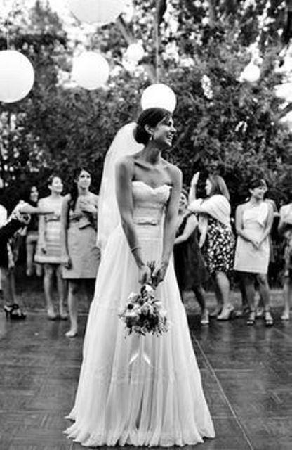 bridal bouquet toss_New_Love_Times