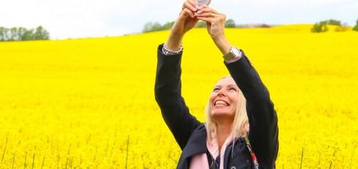 woman taking a selfie_New_Love_Times