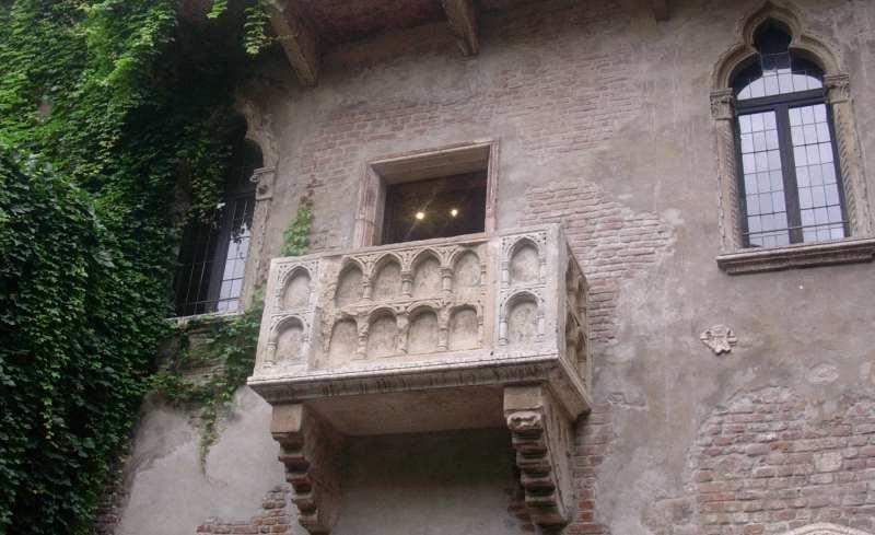 girls holiday juliet's balcony, verona_New_Love_Times