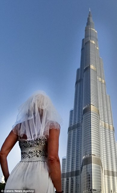pavlina in front of the burj khalifa, dubai_New_Love_Times