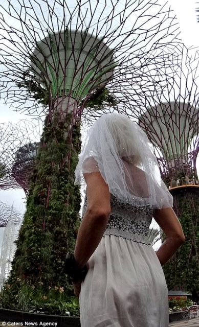 pavlina in front of the garden by the bay, singapore_New_Love_Times