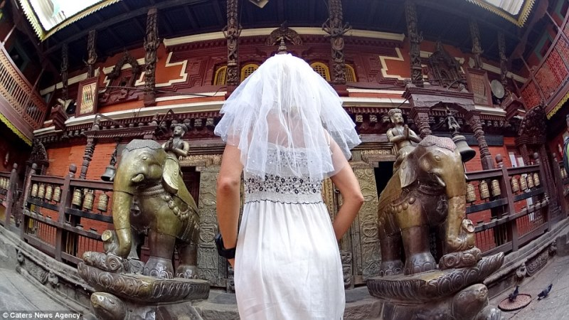 pavlina in front of the golden temple, nepal_New_Love_Times