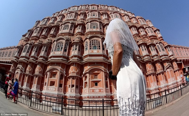 pavlina in front of the hawa mahal, jaipur, india_New_Love_Times